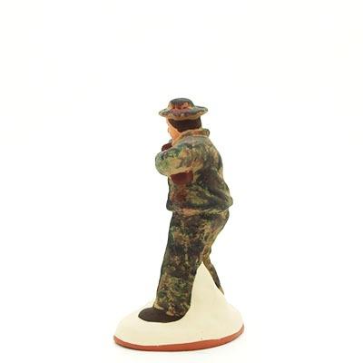 Santon gouache chasseur en action profil du dos