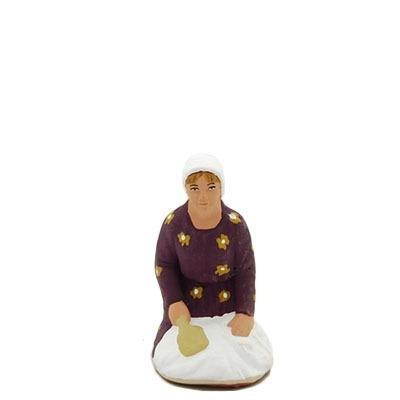 santon de provence peint à la main lavandière accroupi