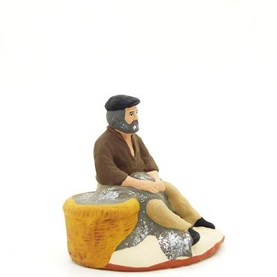 santon de provence peint à la main pecheur assis au filet profil