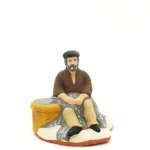 santon de provence peint à la main pecheur assis au filet