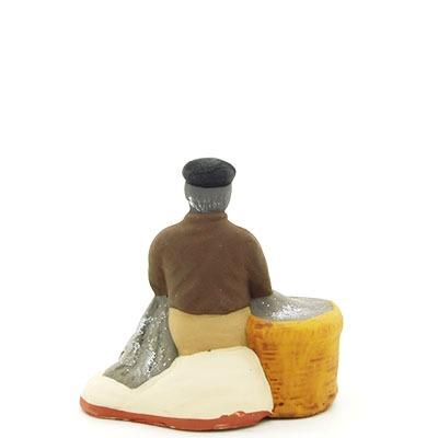 santon de provence peint à la main pecheur assis au filet dos