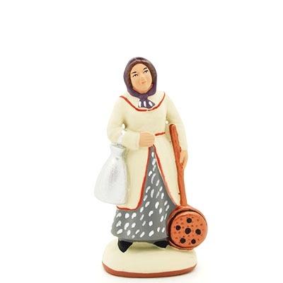 santon peint à la main femme bassinoire