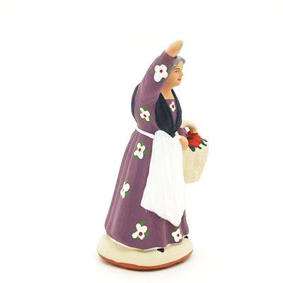 La cueilleuse de fruits santon de Provence peint à la main profil
