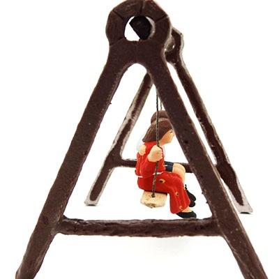 Couple d'enfant sur la balançoire santon de provence peint à la main dos