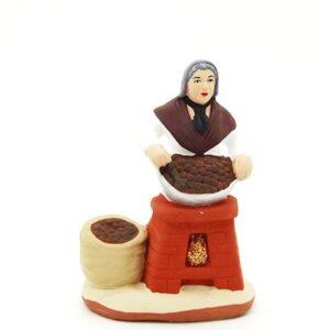 santon de provence femme aux marrons peint à la main