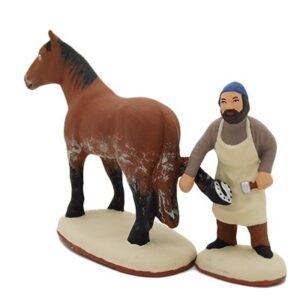 santon de provence peint à la main maréchal ferrant et son cheval