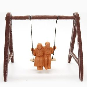Couple d'enfant sur balançoire santons à peindre