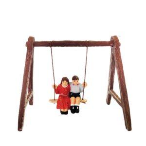 Couple d'enfant sur la balançoire santon de provence peint à la main