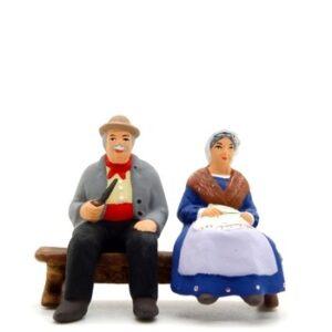 santon de provence peint à la main vieux sur le banc
